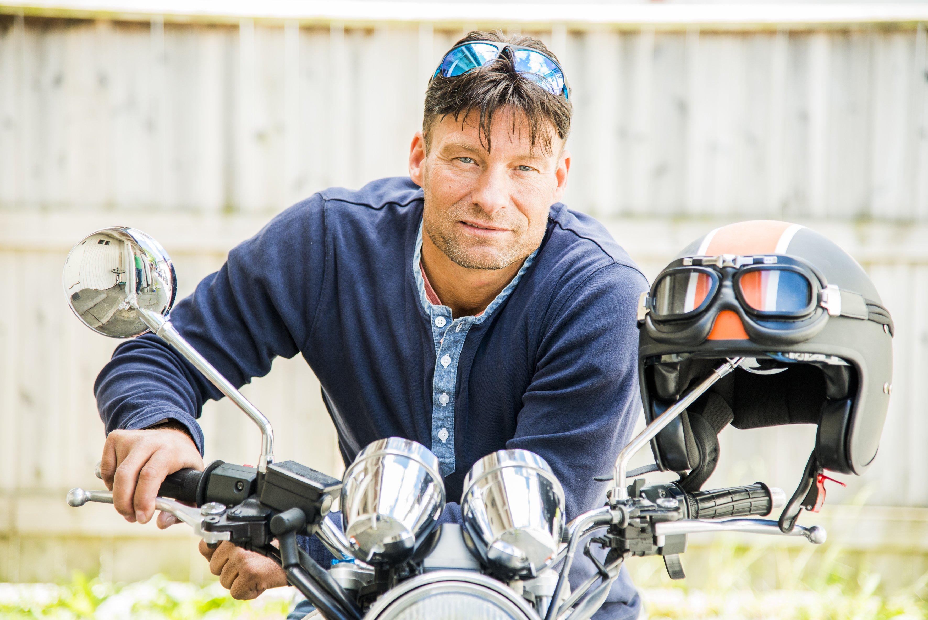 Frank kjører motorsykkelen mest på sommeren.