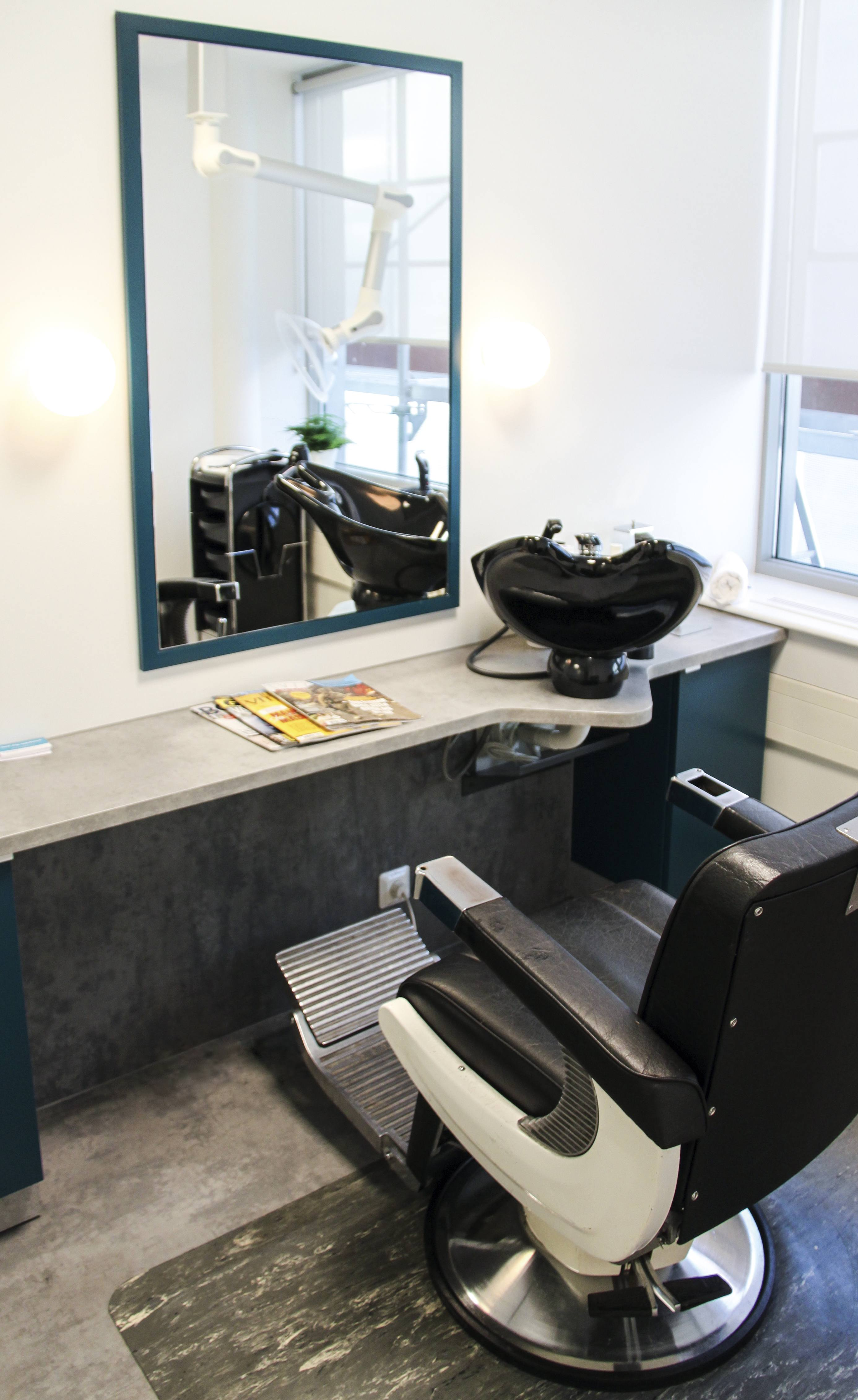 bilde av frisørstol hvor kunder som har problem med hårtap får hjelp